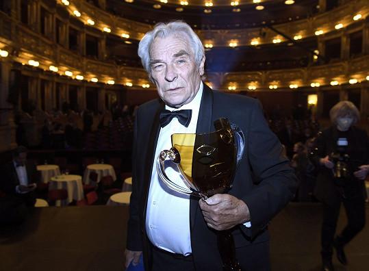 Cenu za činohru převzal také Alois Švehlík.