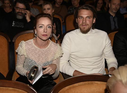 Tatiana s manželem Vojtou Dykem na premiéře