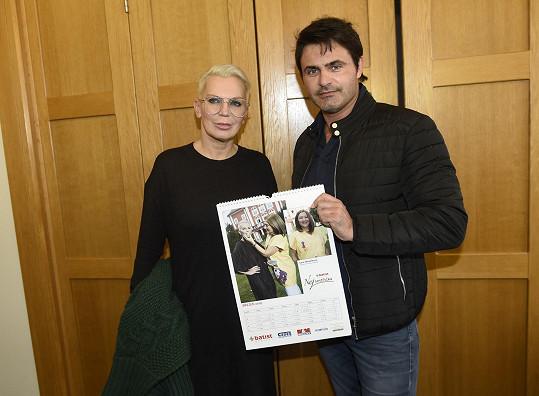 S Mirkem Šimůnkem pózovala se svojí stránkou v kalendáři.