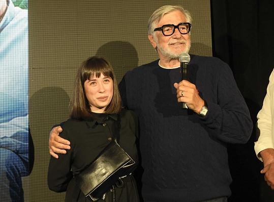 Jiří Bartoška se svojí filmovou vnučkou
