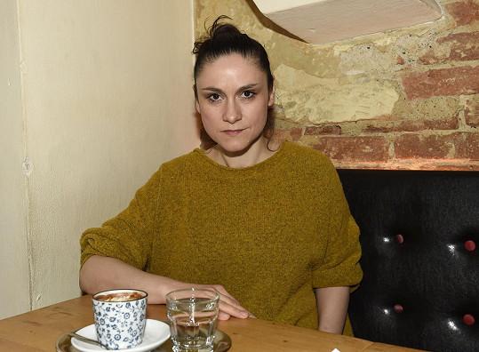 Lenku Dusilovou mateřství naplňuje, ale nezanedbává ani muziku.
