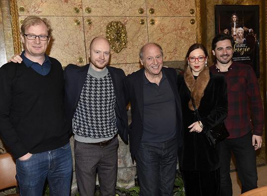 Ve filmu si zahrají i další čeští herci, mj. Jan Budař, Martin Pechlát a Zuzana Stivínová.