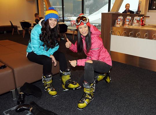 S kamarádkou Lucií Kovandovou vyrazily do půjčovny lyží.