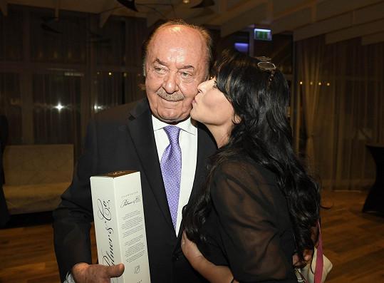 František Janeček s Heidi Janků na své oslavě 77. narozenin