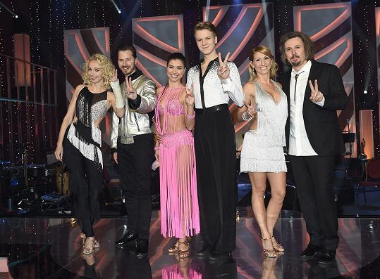 Všechny tři páry osmé řady StarDance před začátkem finále.