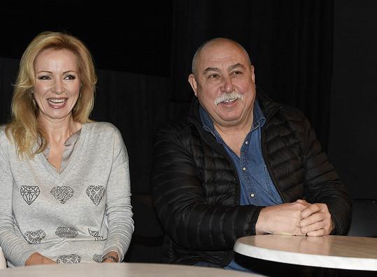 Na tiskové konferenci vedle Kateřiny Brožové
