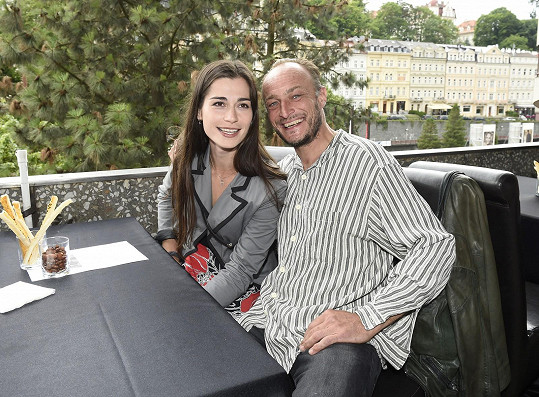 Herecký pár loni na karlovarském filmovém festivalu.