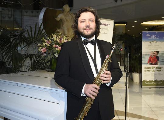 Felix Slováček mladší učí své tři žáky hru na klarinet.