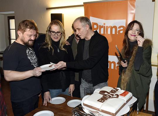 Na tiskové konferenci během krájení dortu