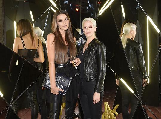 S kamarádkou Terezií Kovalovou