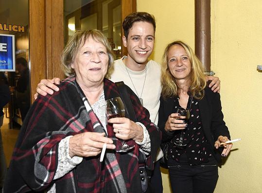 Milan s maminkou a babičkou