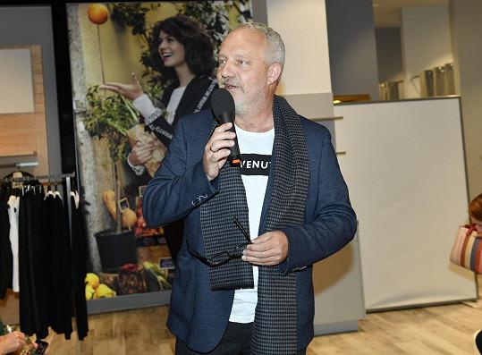 Přehlídku uvedl rozhlasový moderátor Jan Kovařík.