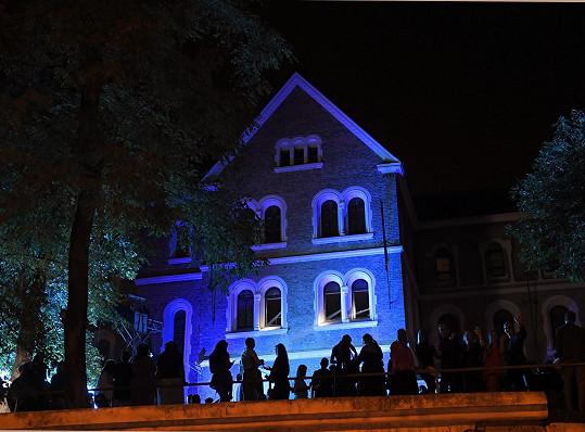 Aktuální edice se koná v krásných prostorách kláštera Gabriel Loci vHolečkově ulici na pražském Smíchově.