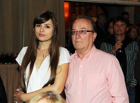 Eliška s tátou Petrem Jandou