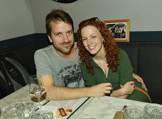 Je provdaná za baskytaristu Honzu Lstibůrka, s nímž má dvě děti.