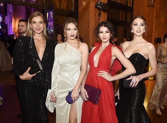 Táňa s modelkami propojenými s Miss Czech Republic Marianou Bečkovou, Danielou Zálešákovou a Denisou Spergerovou