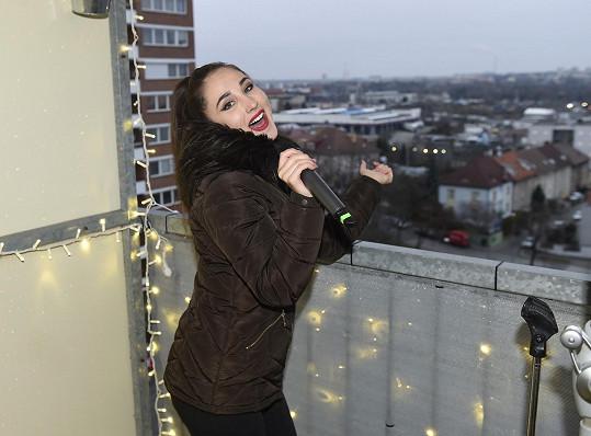 Naposledy si Natálka zazpívala na zimním koncertě z balkonu.
