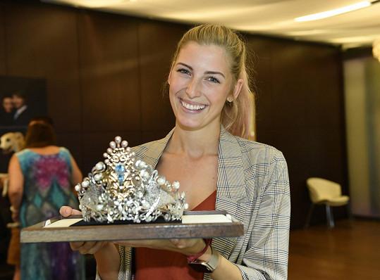 Bývalá finalistka České Miss se stará o marketing soutěže krásy, a tak nemohla chybět na představení korunky navržené šperkařkou Jitkou Kudláčkovou.