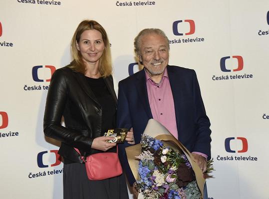 Karel Gott nedávno s manželkou Ivanou vyrazil do kina na film s Jiřinou Bohdalovou.