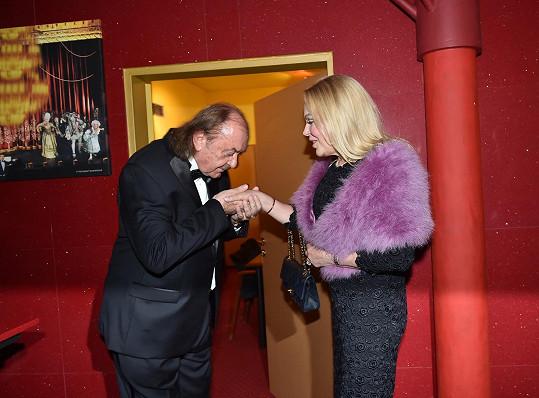 František Janeček s bývalou první dámou Dagmar Havlovou na premiéře Fantoma opery.