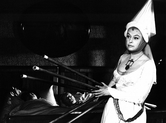 Irena Kačírková ve filmu Bílá paní (1965)