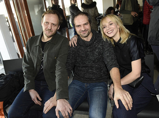 Herečka s kolegy ze seriálu