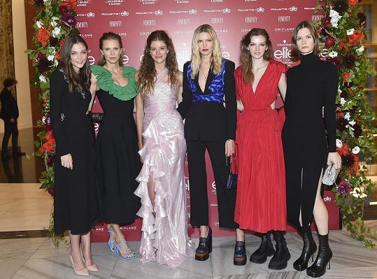 Jana Tvrdíková se těšila, že se setká s dalšími kolegyněmi z Elite Prague a Elite Bratislava. Zleva Alexandra Saša Gachulincová, Barbora Podzimková, Barbora Brušková, Eva Klímková a Daniela Kociánová.