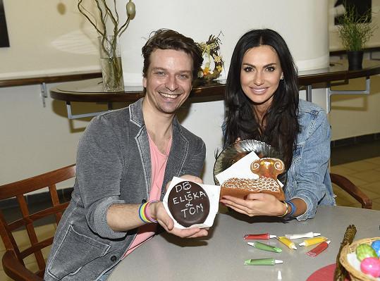 Eliška s kamarádem Tomášem Slavíčkem a laskominami
