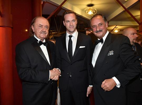 František Janeček byl kladnými ohlasy nadšen, včetně toho od Jamieho Forshawa (uprostřed), který zastupoval majitele licence z Londýna.