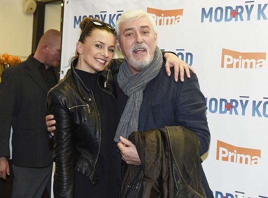 Věk prý pro ni není u mužů důležitý. Takže se objímala s Janem Rosákem...