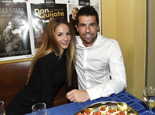 Milan Baroš s manželkou Terezou vyrazili do společnosti.