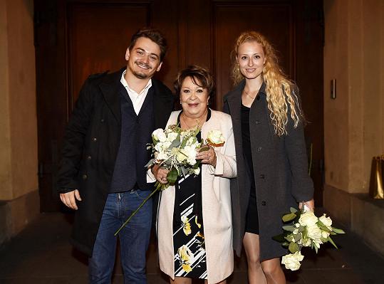 Vnuk Vojta ukázal na premiéře muzikálu Doktor Ox svou krásnou přítelkyni.
