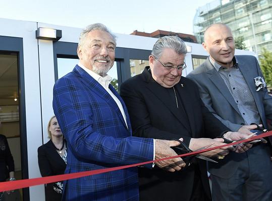 Výstavu s Gottem pokřtil kardinál Dominik Duka.