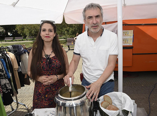 Herečka podpořila charitativní bazar.