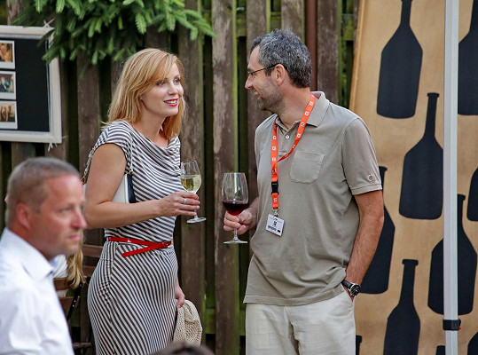 S manželem Danielem Častvajem se zastavili na sklenku vína.