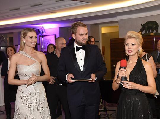 Natali Ruden s moderátorem Liborem Boučkem a Veronikou Kašákovou, která je její aktuální tváří a s jejíž nadací čerstvě spolupracuje.