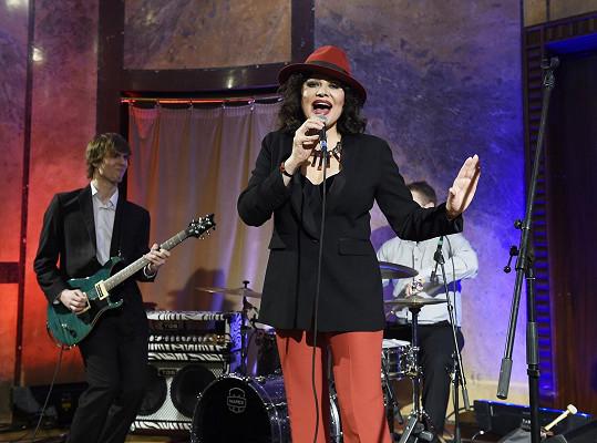 Na Česko-Slovenském plese zpívala Ilona se svou kapelou i velkým big bandem.