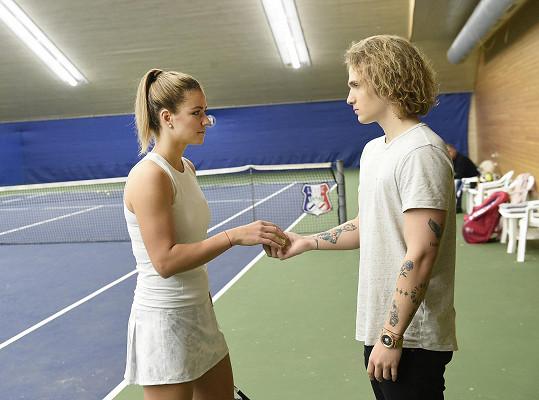 Jeho parťačkou byla také nezadaná tenistka Karolína Muchová.