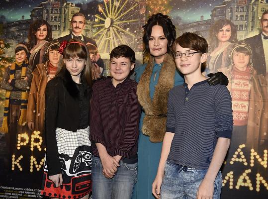Se svými dětskými kolegy z filmu Přání k mání a filmovou maminkou Jitkou Čvančarovou