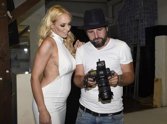 Kate Matl s fotografem Petrem Kozlíkem, s nímž těhotenské fotky fotila.