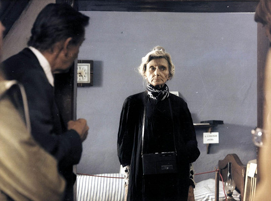 Valerie Kaplanová si zahrála postavu průvodkyně.