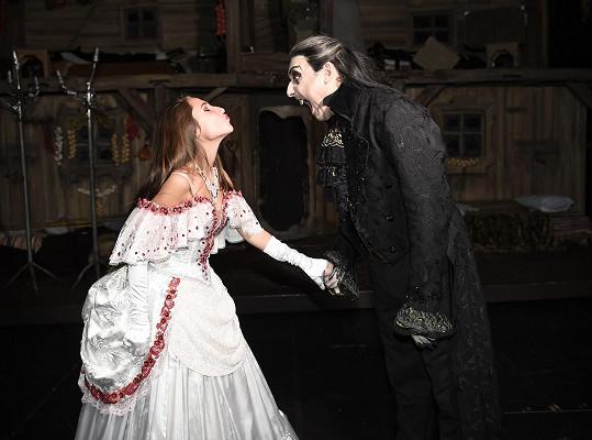 Mariana Vojtka bere jako staršího kamaráda.