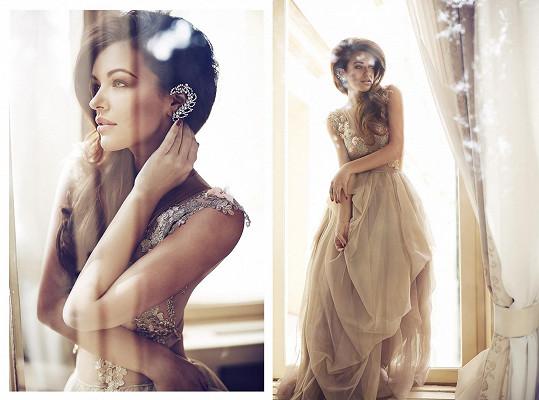 Modelka s netradičními šperky