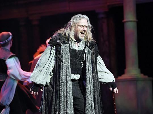 Pepa jako shrbený doktor Faust