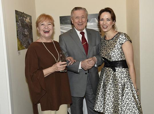 Tereza s rodiči Petrem Kostkou a Carmen Mayerovou