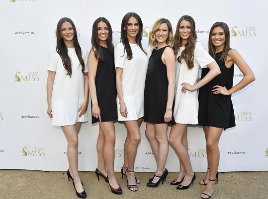 Tohle jsou finalistky České Miss 2019. Zleva Klára Vavrušková, Tereza Bagárová, Barbora Hodačová, Karin Křížová, Martina Antošová a Karolína Kokešová