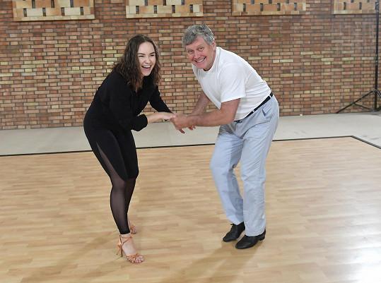 Miroslav už se vrhl do tančení.