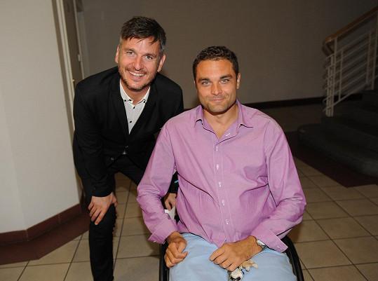 Muže roku se každoročně účastní i ochrnutý Muž roku Martin Zach (na snímku s Lumírem Olšovským).