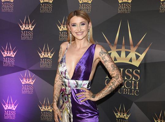 Zpívala na finále Miss Czech Republic.