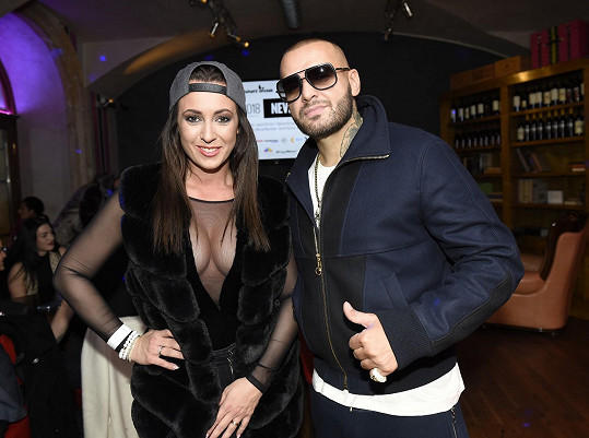 Veronika s raperem Rytmusem na křtu kalendáře Nezvdávej to.